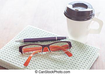 caffè, occhiali, tazza, legno, penna, quaderno, tavola