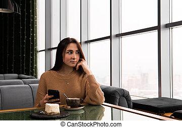 caffè, titolo portafoglio mano, telefono, negozio, ragazza, suo, seduta