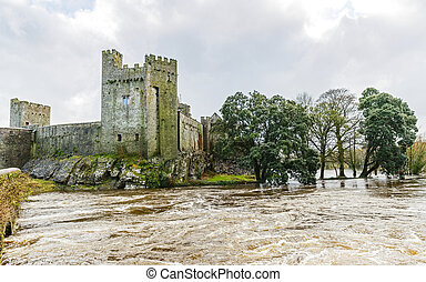 cahir, castelo, ligado, a, inundado, suir, riverside