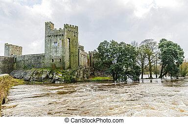 Cahir castle on the flooded Suir riverside - Photo of Cahir...