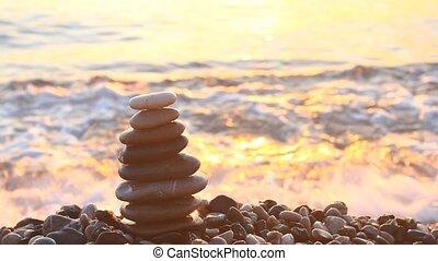 cailloux, pyramide, levers de soleil, mer