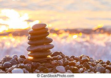 cailloux, sur, pyramide, levers de soleil, mer