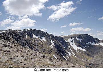 Cairngorm ridge of Cairn Lochan - Ridge from Cairngorm to...