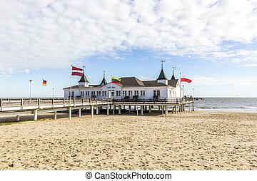 cais, e, praia, de, ahlbeck, em, mar báltico, ligado,...