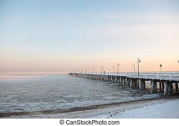 cais, jetty, ligado, a, mar, -, gelo, -, floe., polônia,...