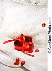 caixa chocolates, com, fita vermelha