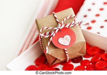 caixa, coração, pequeno, feito à mão, presente