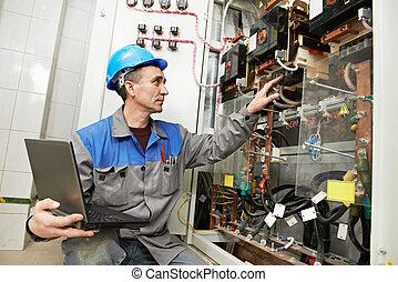 caixa, eletricista, trabalhando, linha poder, feliz
