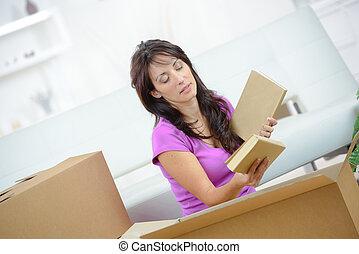 caixa, embalagem, mulher, livros, papelão