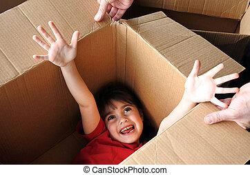 caixa, esconder, grande, dentro, movendo casa, novo, menina, papelão, feliz