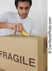 caixa, papelão, homem, desembrulhar