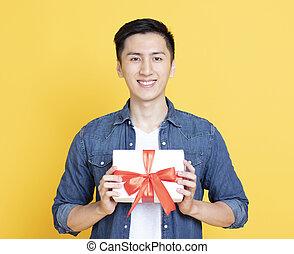 caixa, presente, segurando, sorrindo, bonito, homem