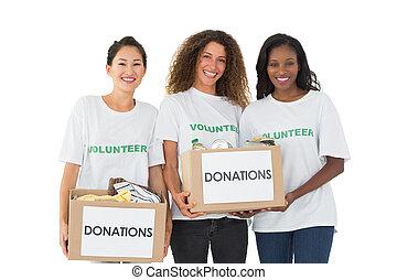 caixas, câmera, doações, segurando, equipe, sorrindo,...