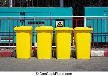 cajón, basura, amarillo, al lado de, calle, sendero