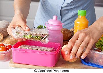 caja, almuerzo, preparando, madre