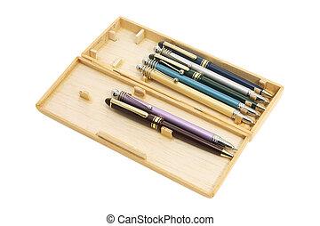 caja de madera, bolígrafos