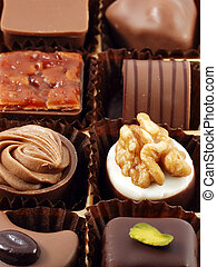caja, de, variado, chocolates, blanco, plano de fondo