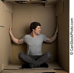 caja, dentro, joven, paredes, cartón, el ejercer presión...
