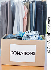 caja, fr, lleno, donaciones, ropa
