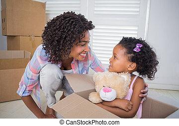 caja, hija, teddy, madre, lindo, tenencia, mudanza, sentado