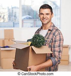 caja, hombre, cartón, abierto, sólo, colocar, movido, joven, plano de fondo, mientras, alegre, cajas, cámara, tenencia, nuevo, sonriente, cartón, apartment., más