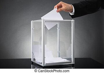 caja, poniendo, businessperson, papeleta