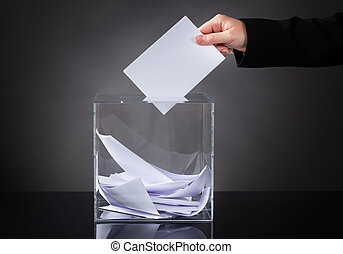caja, poniendo, papeleta, mano