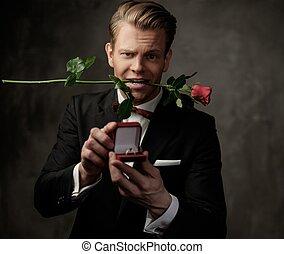 caja, rosa, tenencia, propuesta, anillo, rojo, hombre