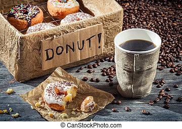 caja, rosquillas, café, lleno