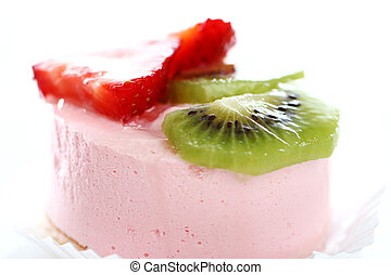 Cake with strawberry and kiwi