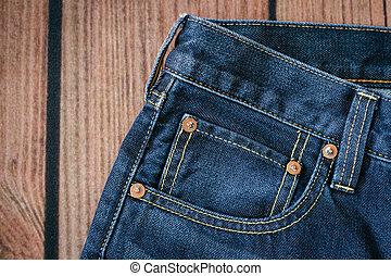 calças brim azuis