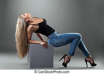 calças brim, excitado, loiro, mulher