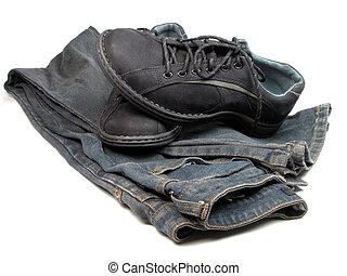 calças brim, sapatos