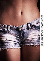 calças brim, shorts