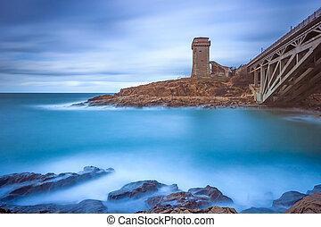 calafuria, torn, gränsmärke, på, klippa, vagga, aurelia, bro, och, sea., toskana, italy., lång exponering, photography.