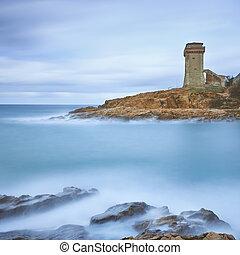 calafuria, torn, gränsmärke, på, klippa, vagga, och, sea., toskana, italy., lång exponering, photography.