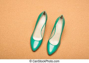 calcanhares altos, verde, sapatos