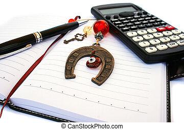 calculadora, caneta, caderno