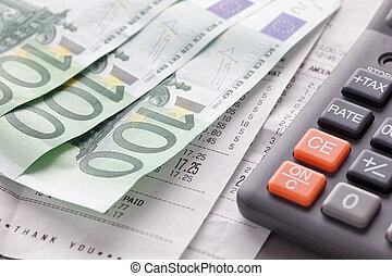 calculadora, con, notas de euro, y, recibos