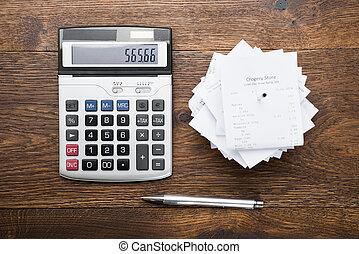 calculadora, pluma, recibos