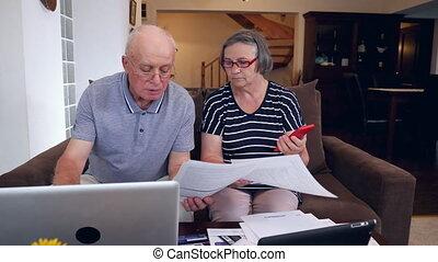 calculer, couple, cout, maison, personne agee, factures