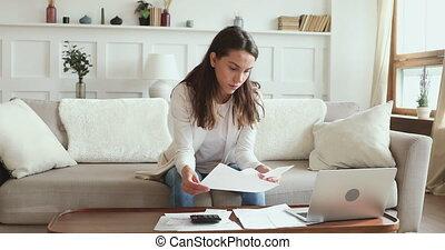 calculer, jeune, réexaminer, factures, paperasserie, maison...