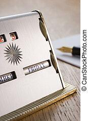 calendrier, vieux façonné, bureau