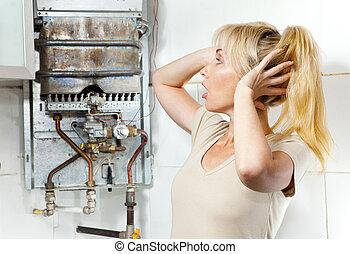 calentador, mujer, trastorno, gas, joven, agua, roto, tiene