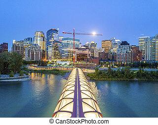 calgary, en ville, à, iluminated, pont paix, alberta, canada