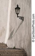 calle, linterna, en, viejo, castillo, escaleras, en, praga, castle., medieval, escalera, con, vendimia, lámparas, praga, república checa