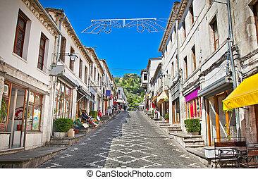 calle principal, de, histórico, pueblo, gjirokaster,...