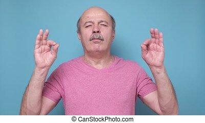 calme, décontracté, méditer, personne âgée homme, om, geste...