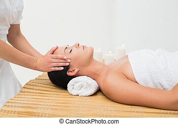 calmo, morena, desfrutando, massagem cabeça
