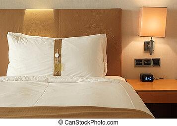 cama, en, un, habitación de hotel